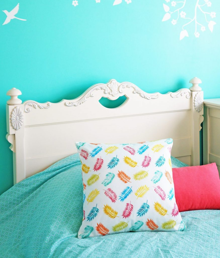 Pampered Palms Pillow Teluna | hand painted textiles